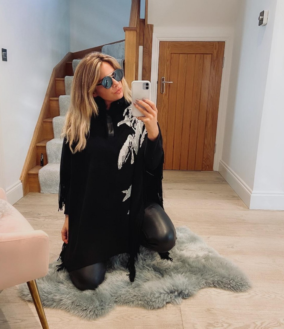 JESS BLACK & GREY TASSEL CAPE